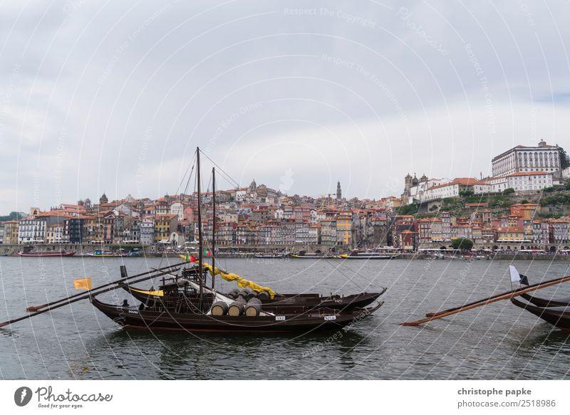 Porto mit Booten im Vordergrund Ferien & Urlaub & Reisen Stadt Skyline Altstadt Stadtzentrum Stadtrand