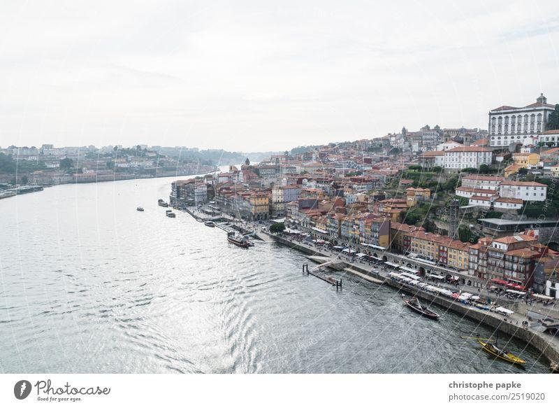 Douro und Altstadt von Porto Flussufer Portugal Stadt Hafenstadt Stadtzentrum Stadtrand Skyline Haus Sehenswürdigkeit historisch Ferien & Urlaub & Reisen