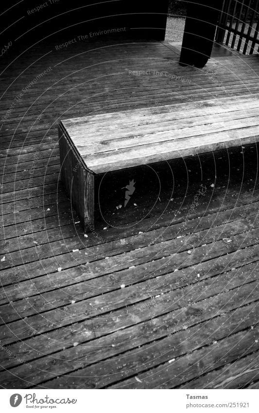 Der Winter naht schwarz ruhig Herbst kalt Holz grau Stil Stimmung Park Bank Bauwerk Schutz Holzbrett Terrasse Holzfußboden