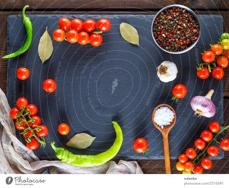 Farbe rot schwarz Essen gelb Holz Textfreiraum braun oben frisch Kräuter & Gewürze Gemüse Tradition Essen zubereiten reif Backwaren