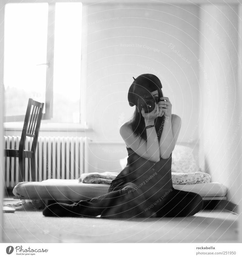 ade schwiiz. Mensch Jugendliche schön feminin Gefühle Erwachsene Mode Raum Bekleidung einzigartig Stuhl Bett 18-30 Jahre Mütze langhaarig