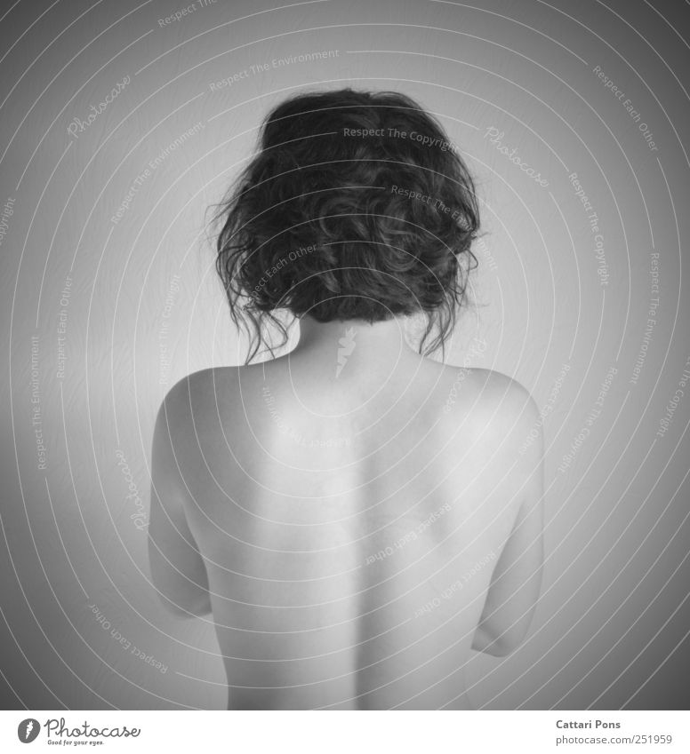 talking behind my back feminin Junge Frau Jugendliche Erwachsene Körper 1 Mensch stehen elegant nackt rund dünn schön Reinheit bescheiden Rücken kurzhaarig