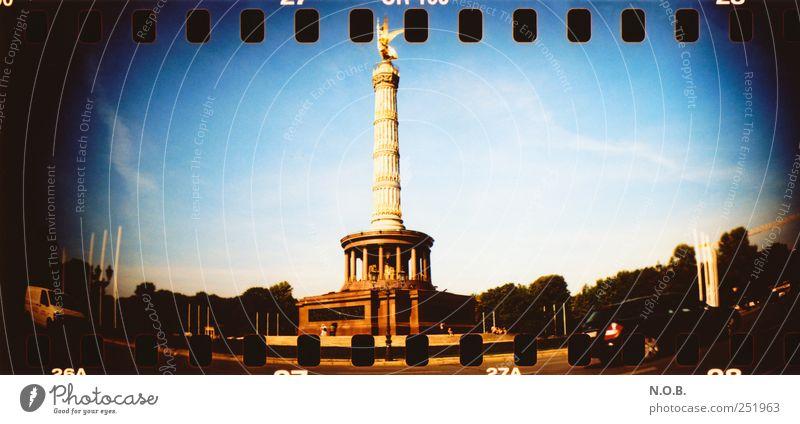Siegessäule berlin Deutschland europa Hauptstadt Stadtzentrum Bauwerk Sehenswürdigkeit Wahrzeichen Denkmal Erfolg blau gold schwarz Lebensfreude Euphorie