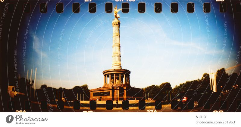 Siegessäule blau schwarz Architektur Deutschland gold Erfolg Bauwerk Denkmal Lebensfreude Wahrzeichen Stadtzentrum Sehenswürdigkeit Hauptstadt Sightseeing