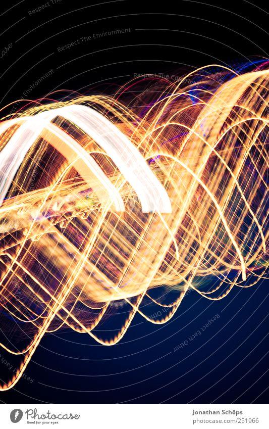 Blackpool Illuminations V blau gelb schwarz Gefühle Geschwindigkeit Rauschmittel Alkoholisiert Wellenlinie durcheinander schnelllebig Straßenbeleuchtung