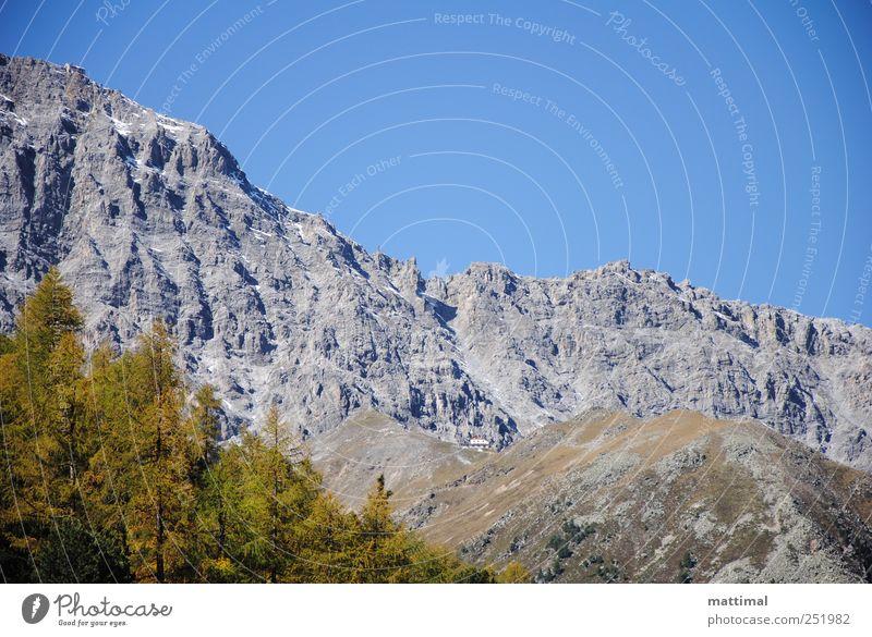 Zwei Schutzhütten Himmel blau Baum Berge u. Gebirge Landschaft grau gigantisch