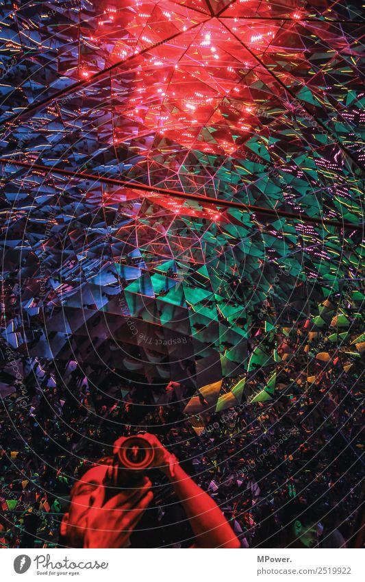 triangulär Mensch maskulin 1 chaotisch Fotograf mehrfarbig Spiegel Spiegelbild Farbstoff Dreieck Fotokamera Objektiv Reflexion & Spiegelung Selbstportrait
