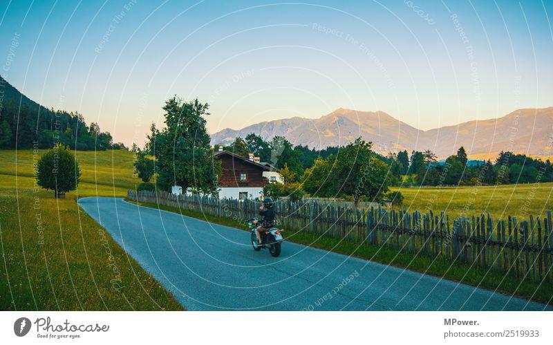 mit dem motorrad durch die berge Umwelt Landschaft Schönes Wetter Alpen Berge u. Gebirge Gipfel Dorf Haus Bauwerk Verkehr Verkehrsmittel Verkehrswege Straße