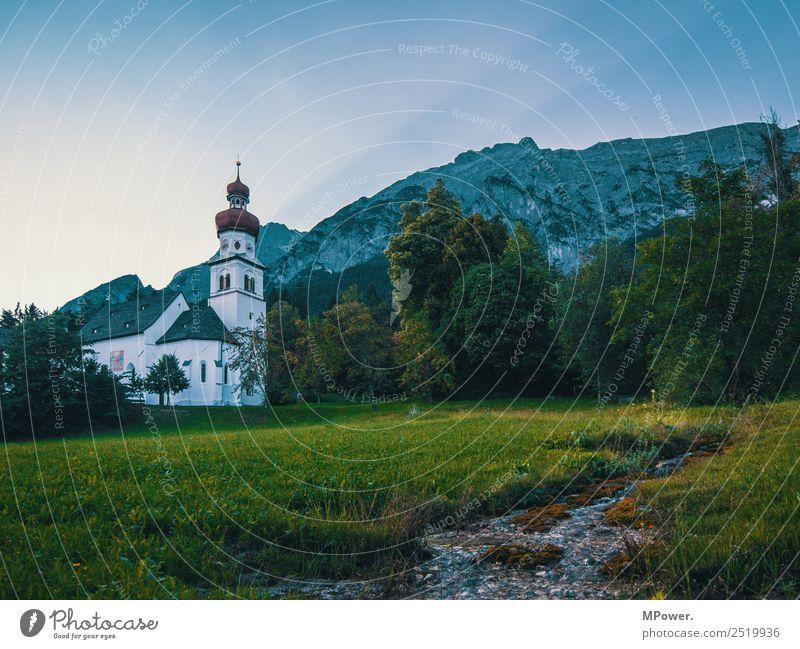 bergidylle Dorf alt Kirche Österreich Berge u. Gebirge Alpen Bach Religion & Glaube Gotteshäuser Sonnenstrahlen Kapelle Wiese Gebet Katholizismus Farbfoto