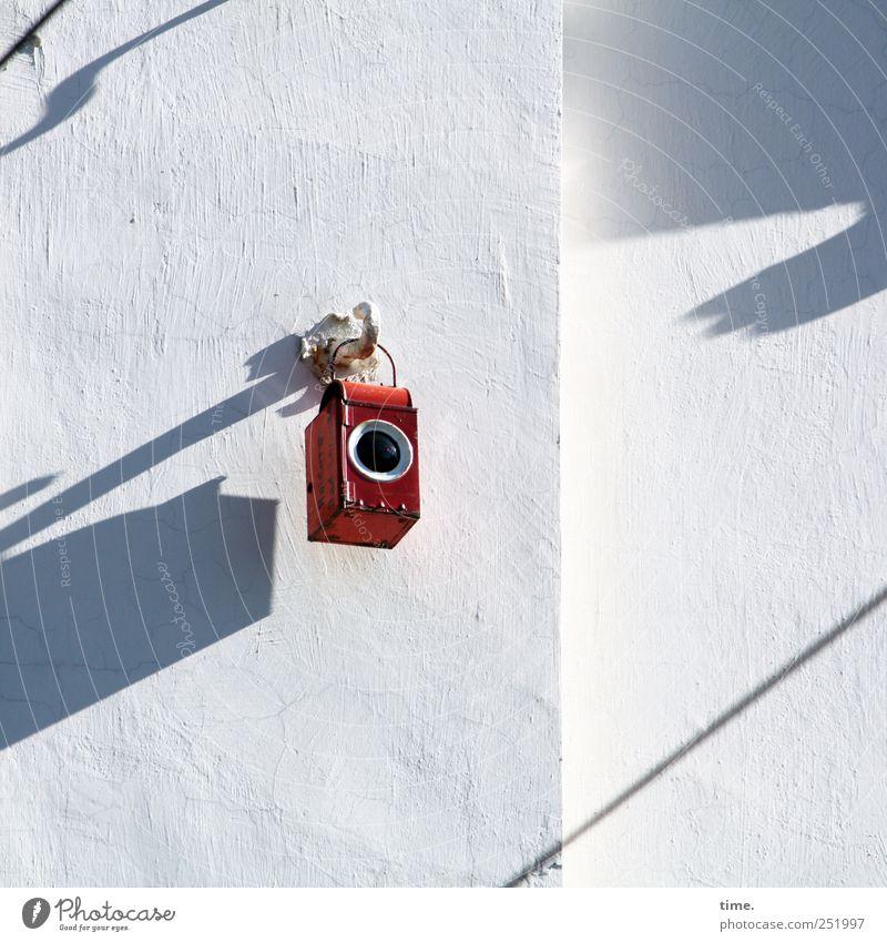 Kleine rote Lochkamera | ChamanSülz weiß rot Wand Mauer klein Metall Lampe geschlossen rund Metallwaren außergewöhnlich Spielzeug geheimnisvoll Laterne Loch skurril