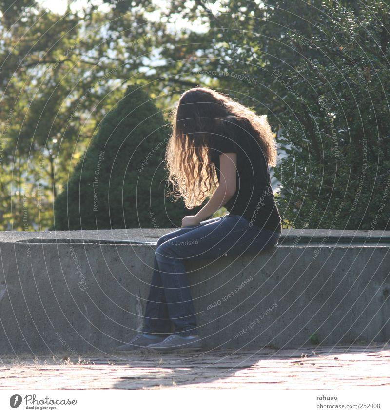 Lonely Girl Mensch Jugendliche Einsamkeit feminin Freundschaft 13-18 Jahre Junge Frau