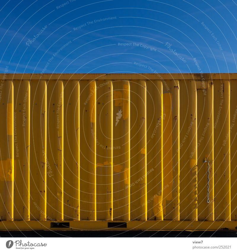 Container gelb Arbeitsplatz Baustelle Industrie Güterverkehr & Logistik Mauer Wand Fassade Metall Linie Streifen alt authentisch einfach modern Farbfoto