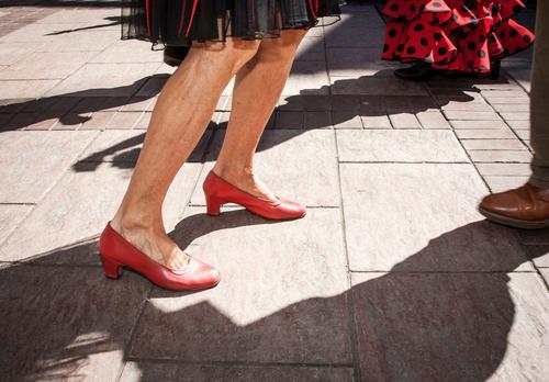 Beine tanzen Flamenco schön Sonne Musik Mensch feminin Frau Erwachsene Weiblicher Senior Fuß 1 30-45 Jahre Tänzer Schuhe Farbe Fairness Feiertag sonnig Spanien