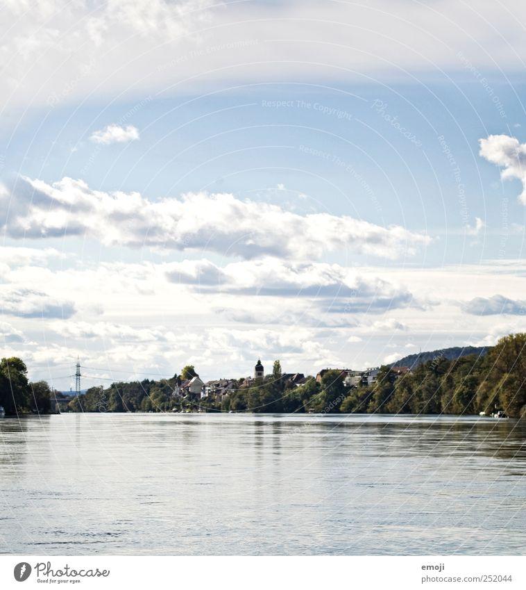 am Rhein Wasser Himmel Wolken Schönes Wetter Fluss Dorf Stadtrand blau rheinfelden Grenze Farbfoto Außenaufnahme Menschenleer Textfreiraum oben