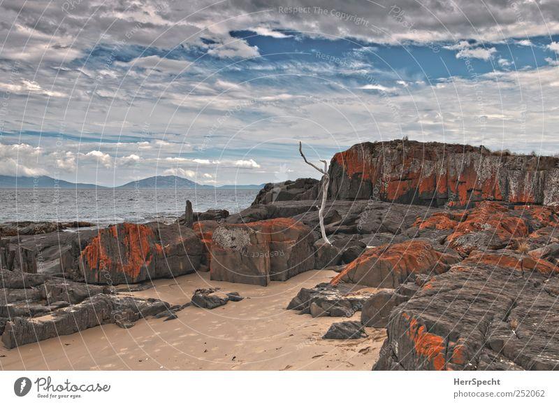Weltende Ostsüdost Landschaft Sand Wasser Himmel Wolken Wellen Küste Strand Bucht Meer Einsamkeit Idylle Natur Ferne ruhig Tasmanien Felsen Färbung rot Farbfoto