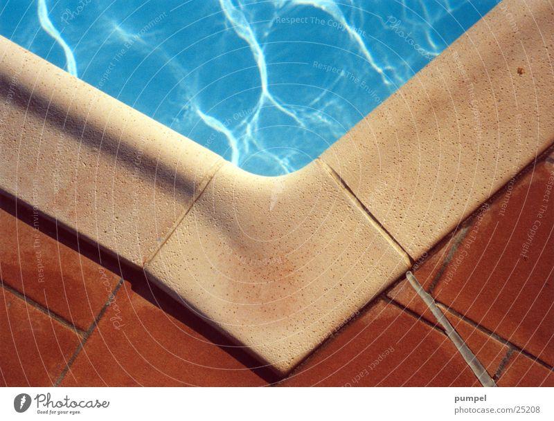 über eck Toskana Schwimmbad Architektur blau Ecke Wasser Erde