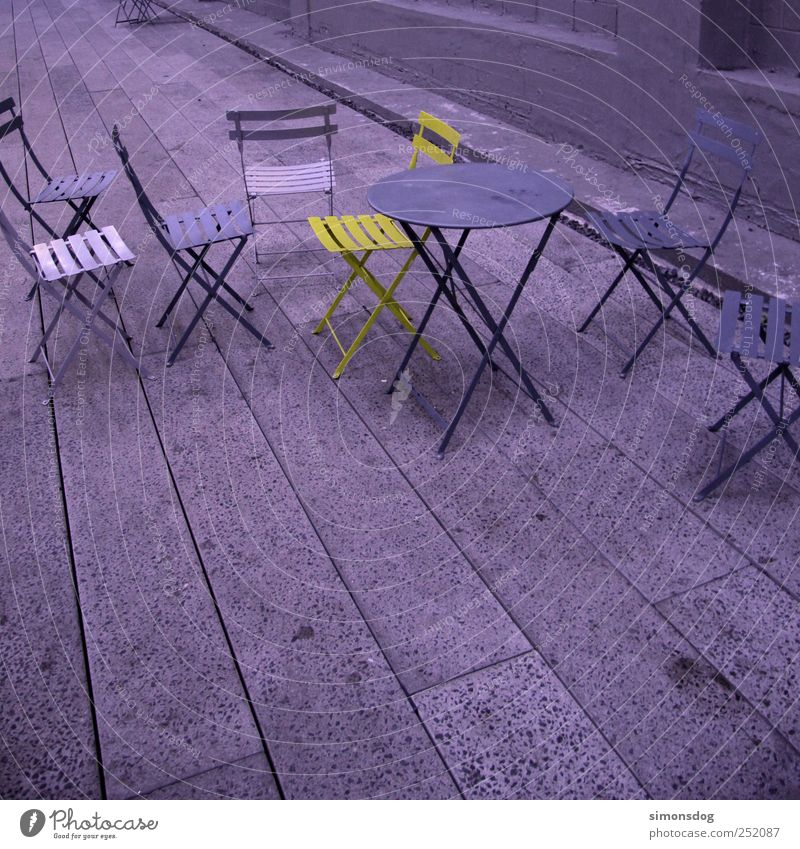 individualist Tunnel Stein Metall sitzen stehen außergewöhnlich einzigartig kalt violett Gastfreundschaft Farbe Inspiration Kontrast Einzelgänger Stuhl Tisch