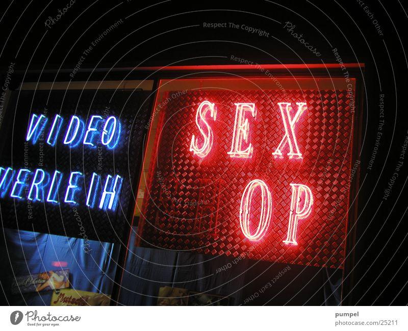 wer will das sehen? Neonlicht kaputt Sex klein Fototechnik Lampe