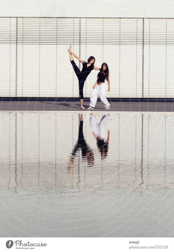 Modern Dance meets Hip-Hop I feminin Junge Frau Jugendliche 2 Mensch 18-30 Jahre Erwachsene Theaterschauspiel Bühne Schauspieler Tanzen Tänzer Kultur