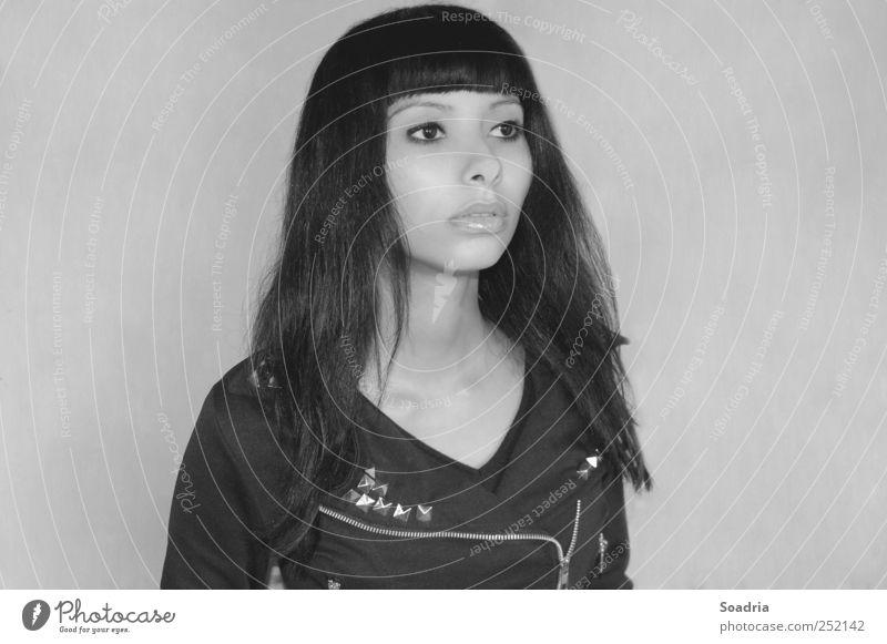 Lost in translation... Lifestyle Stil schön ausgehen Mensch Junge Frau Jugendliche Erwachsene Kopf Haare & Frisuren Gesicht Auge Mund 1 18-30 Jahre Mode Nieten