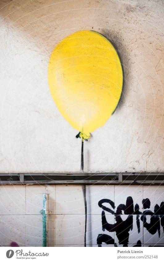 O Kunst Künstler Kunstwerk Hochhaus Industrieanlage Fabrik Mauer Wand Stimmung Luftballon gelb Graffiti bemalt knallig frisch Farbfoto mehrfarbig Innenaufnahme