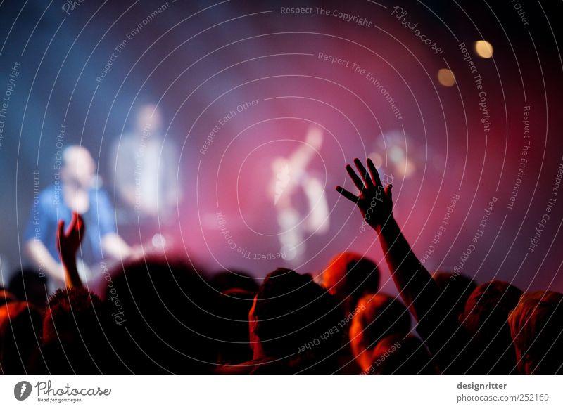 Näher zu dir Mensch Hand Einsamkeit Ferne träumen wild Musik Arme Tanzen Kultur Romantik Jugendkultur Sehnsucht Veranstaltung Leidenschaft Verliebtheit