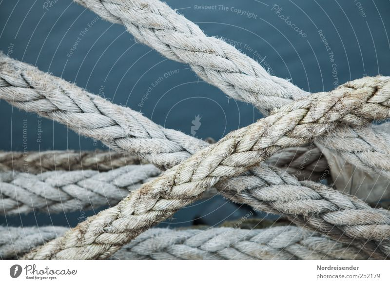 Sicher ist sicher... Seil Wasser Schifffahrt Zeichen blau Stress Partnerschaft komplex Kontrolle Rätsel Sicherheit planen Zusammenhalt maritim haltend