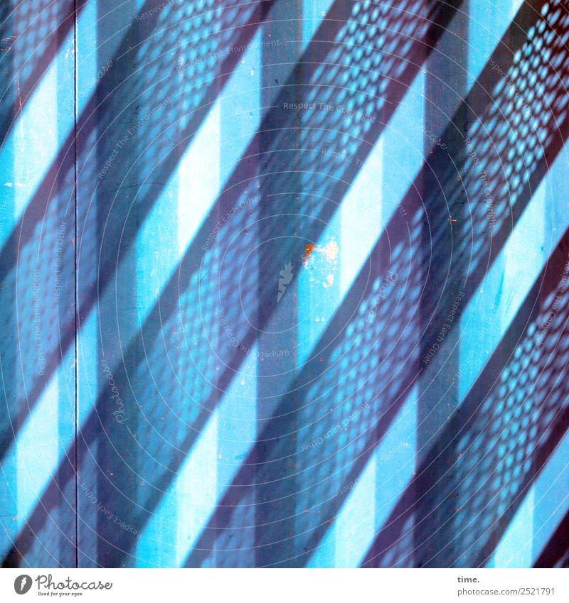 Metal Lightgames Kunstwerk Architektur Container Metall Linie Streifen blau diszipliniert Ordnungsliebe Neugier Überraschung ästhetisch Design entdecken