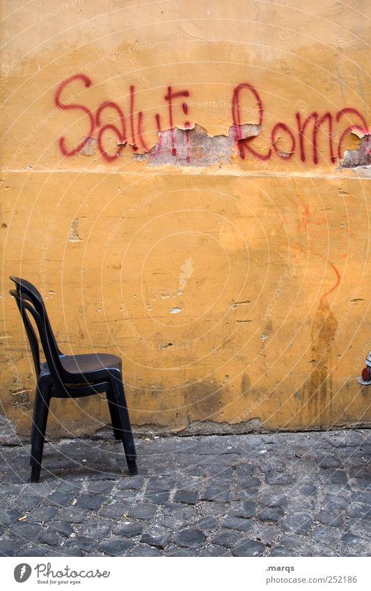 Saluti Roma alt Wand Graffiti Mauer orange dreckig Schriftzeichen Lifestyle Stuhl Italien Hauptstadt Gruß Städtereise