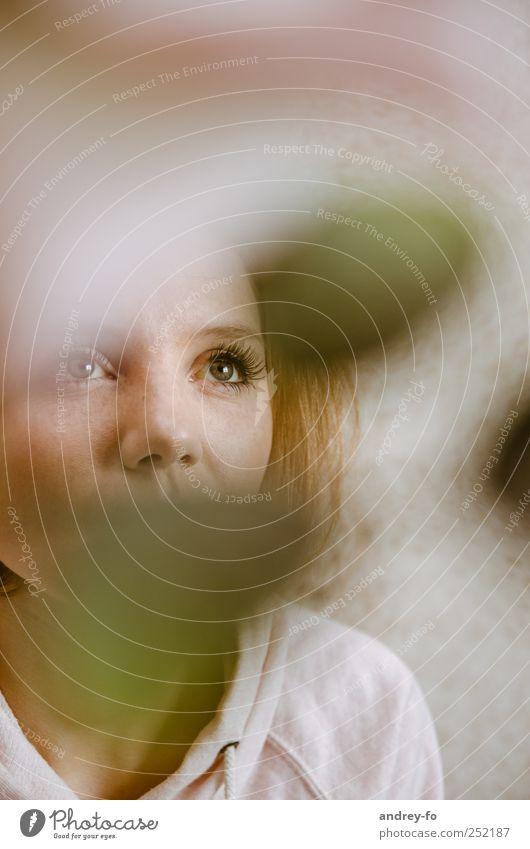 Durch - Blick Mensch Frau Jugendliche schön Junge Frau ruhig Erwachsene Auge 18-30 Jahre feminin Denken Kopf Stimmung braun Nase Zukunft