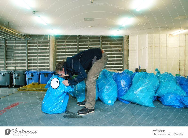 blue eyes Mensch maskulin Mann Erwachsene 1 30-45 Jahre Kunststoff Blick Müll Müllsack Inhalt content Recycling Müllbehälter Suche Auge Comic nachschauen