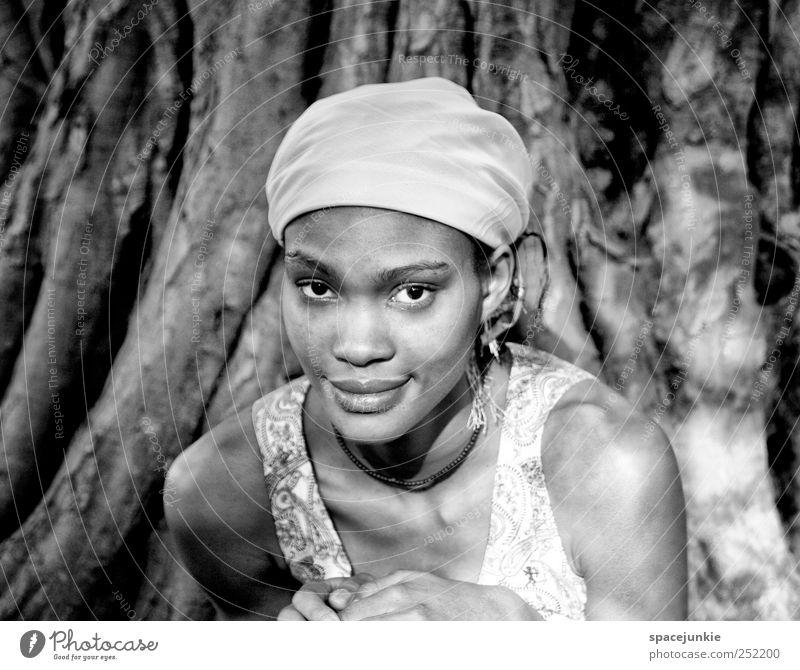 in your eyes (2) Mensch feminin Junge Frau Jugendliche Erwachsene 1 18-30 Jahre Kultur Natur Sommer Pflanze Baum beobachten Freundlichkeit Schüchternheit Afrika