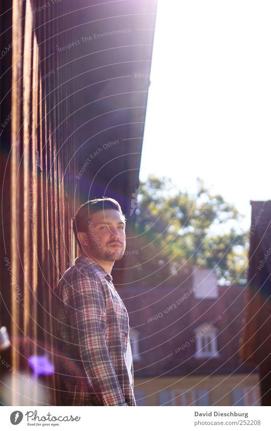 Herbstkollektion II Mensch maskulin Junger Mann Jugendliche Erwachsene Leben 1 18-30 Jahre Gebäude attraktiv Photo-Shooting anlehnen warten Farbfoto