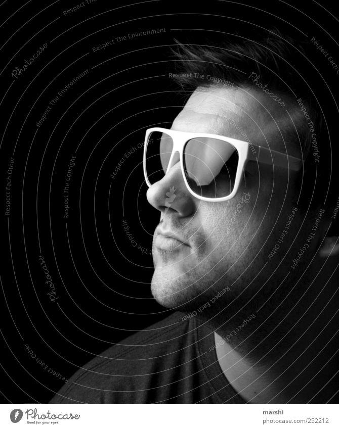 he´s got the look Stil Mensch maskulin Junger Mann Jugendliche Erwachsene Kopf Gesicht 1 Coolness schwarz Sonnenbrille Brille Strahlung erleuchten