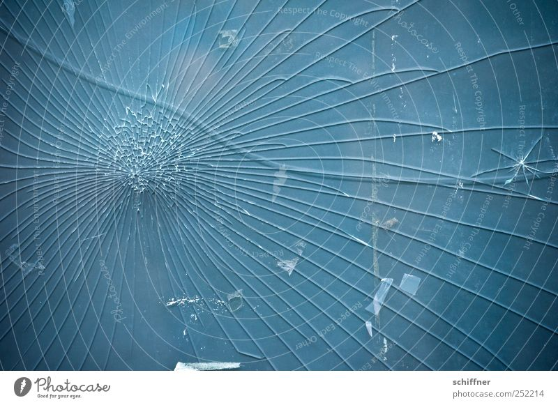 Sprung in der Schüssel Glas Wut Ärger Feindseligkeit Rache Gewalt Verzweiflung Zerstörung Bruchstück Bruchstelle Vandalismus Wölbung Splitter Riss kaputt