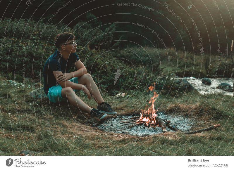 Lagerfeuerstimmung Lifestyle Ferien & Urlaub & Reisen Abenteuer Camping Sommer Berge u. Gebirge Mensch maskulin 1 13-18 Jahre Jugendliche Natur Feuer Feld