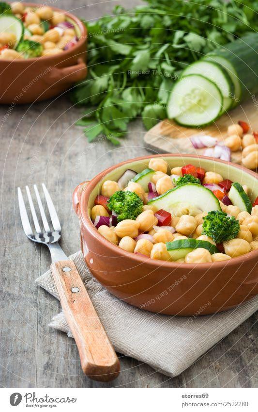 Kichererbsensalat Salatbeilage Lebensmittel Gesunde Ernährung Speise Foodfotografie Gemüse Mittagessen Vegetarische Ernährung Diät Gesundheit Holz frisch weiß