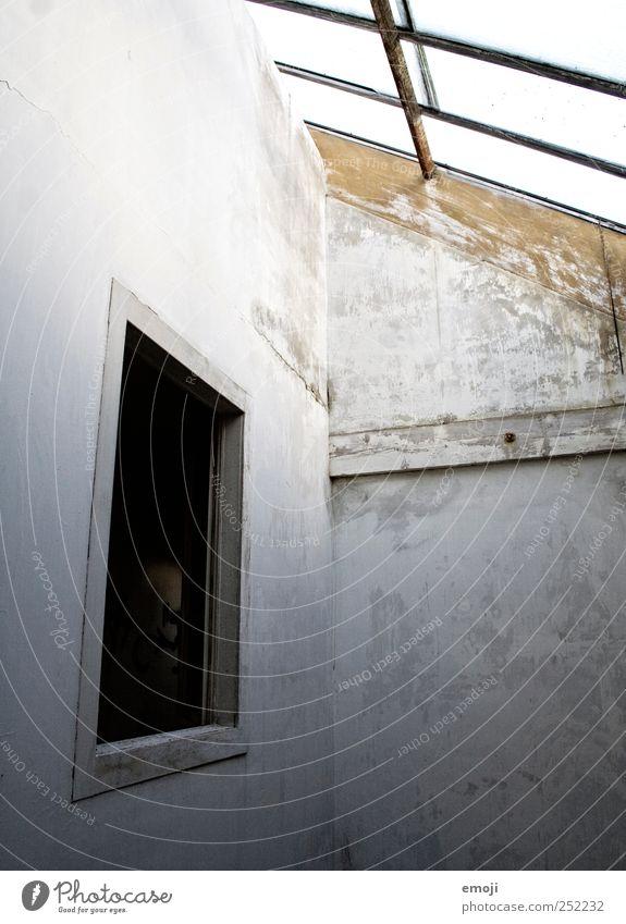 Freiraum Haus Industrieanlage Fabrik Mauer Wand Fassade Fenster dunkel grau neutral Farbfoto Gedeckte Farben Innenaufnahme Menschenleer Textfreiraum links