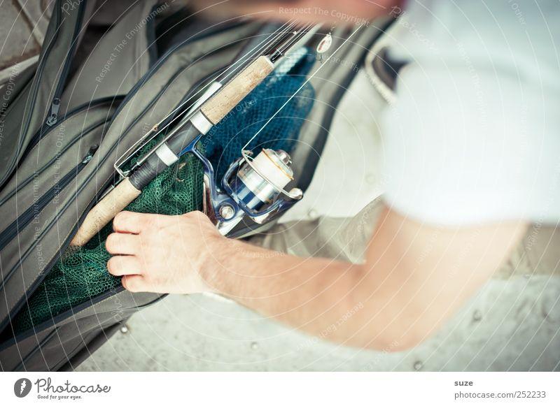 Auspacker Freizeit & Hobby Angeln Mensch maskulin Mann Erwachsene Arme Hand 1 Tasche authentisch Angler Angelrute Spule Zubehör Vorbereitung greifen Farbfoto