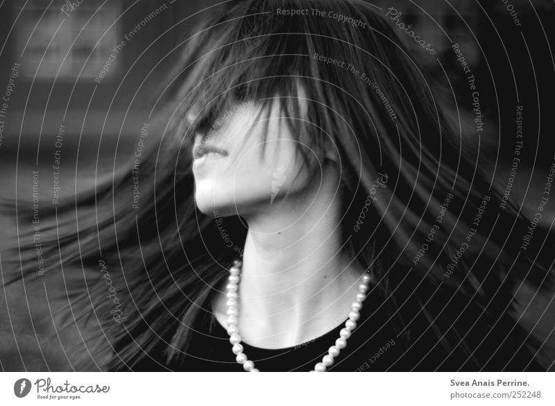 kreisel. Mensch Jugendliche Erwachsene Gesicht feminin Bewegung Haare & Frisuren wild T-Shirt 18-30 Jahre dünn Junge Frau Leidenschaft Schmuck drehen brünett