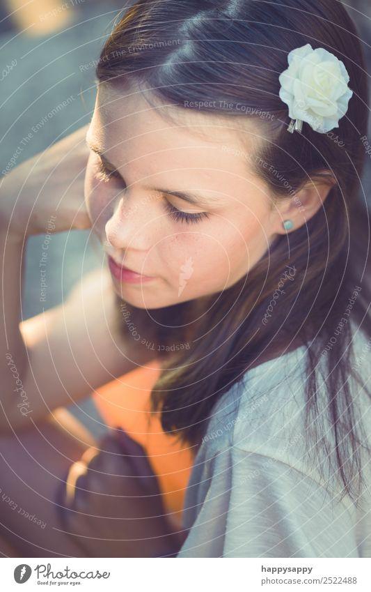 Mädchen nachdenklich Gesicht Sommer Mensch feminin Schwester Jugendliche 1 8-13 Jahre Kind Kindheit brünett langhaarig sitzen lernen träumen trendy schön weich