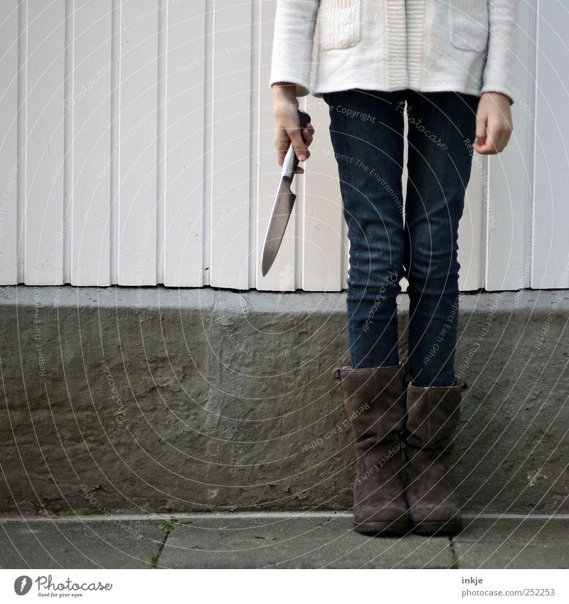 it´s time..... Erntedankfest Halloween Mensch Mädchen Kindheit Jugendliche Leben 1 8-13 Jahre Messer festhalten stehen warten bedrohlich Coolness gruselig kalt