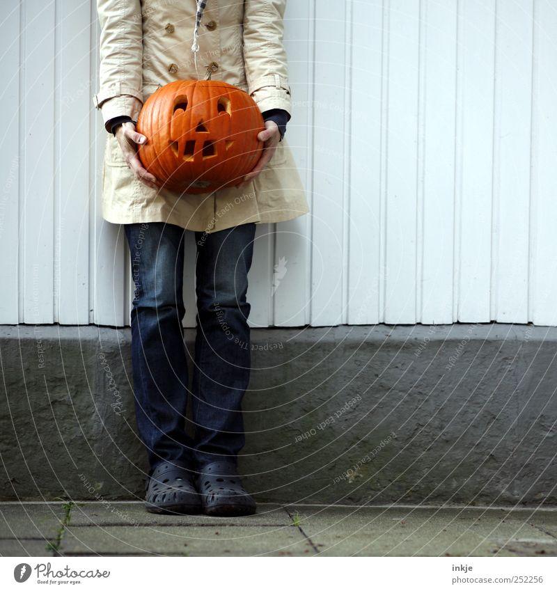 fertig! Mensch Freude Erwachsene Herbst Leben Gefühle lachen Stimmung Feste & Feiern Kraft Fröhlichkeit stehen Kultur festhalten Lächeln stark
