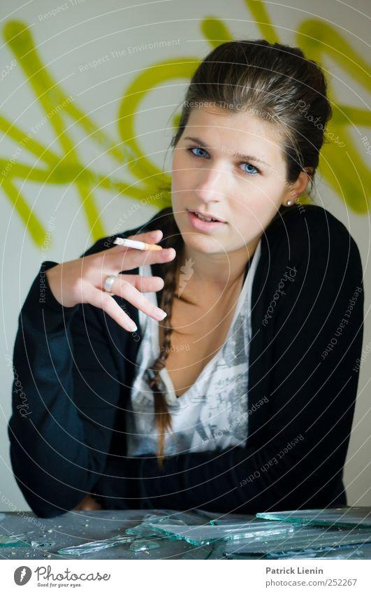 holy smoke Frau Mensch Jugendliche schön Erwachsene feminin Graffiti Kopf Stil Denken elegant Lifestyle Rauchen beobachten 18-30 Jahre Junge Frau