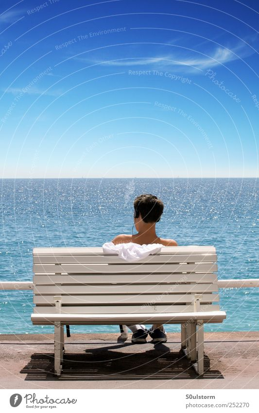 MeerHören Himmel Jugendliche blau Sommer ruhig Ferne Erholung Freiheit Glück Küste hell Zufriedenheit Horizont maskulin