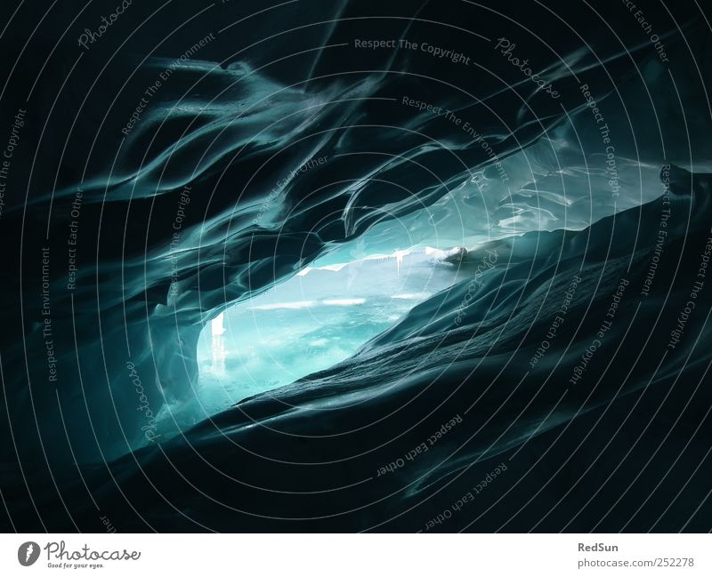 Watch out - slippery! Winter Schnee Winterurlaub Berge u. Gebirge Natur Klima Klimawandel Eis Frost Gletscher ästhetisch Coolness dunkel fest kalt nass blau