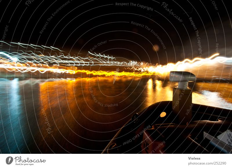 venetian lights Bootsfahrt Passagierschiff leuchten mehrfarbig Freude Venedig Vaporetto Laguneninseln Italien Wasserfahrzeug Nacht Licht Lichtermeer Farbfoto