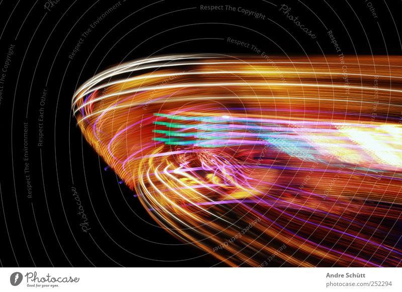 traces Energiekrise Bewegung drehen leuchten schaukeln schön Geschwindigkeit mehrfarbig Freude Coolness Kraft beweglich Jahrmarkt Karussell Lichtspiel