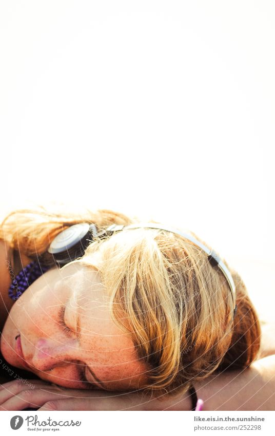 guten morgen, sonnenschein* Frau Mensch Jugendliche schön Ferien & Urlaub & Reisen ruhig Gesicht Erholung Leben feminin Kopf Haare & Frisuren Erwachsene träumen Zufriedenheit blond