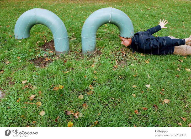 ideenklau Mensch Mann Natur grün Erwachsene Kopf Gras maskulin liegen Zukunft Sportrasen Röhren Idee Kontrolle Überwachung Lüftung